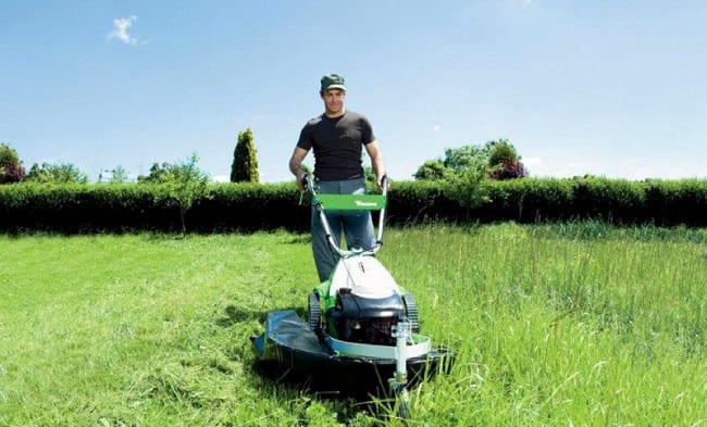 Покос травы газонокосилкой